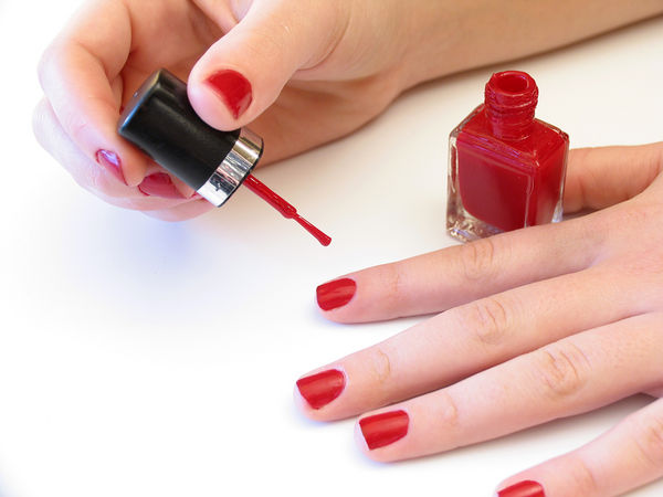Paint Your Nails Perfectly !